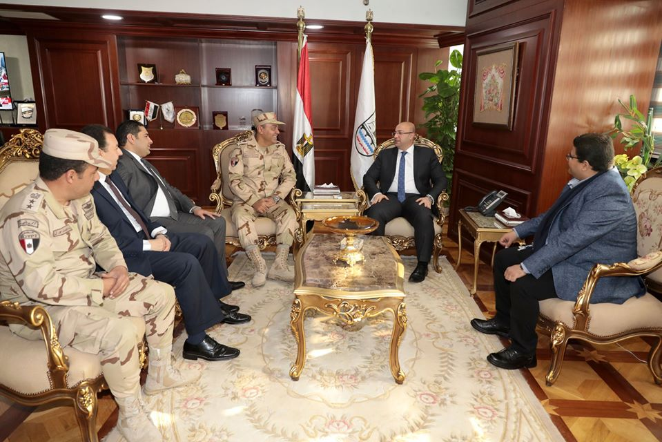 محافظ بني سويف يستقبل قائد الدفاع الشعبي لمتابعة تنفيذ التدريب العملي