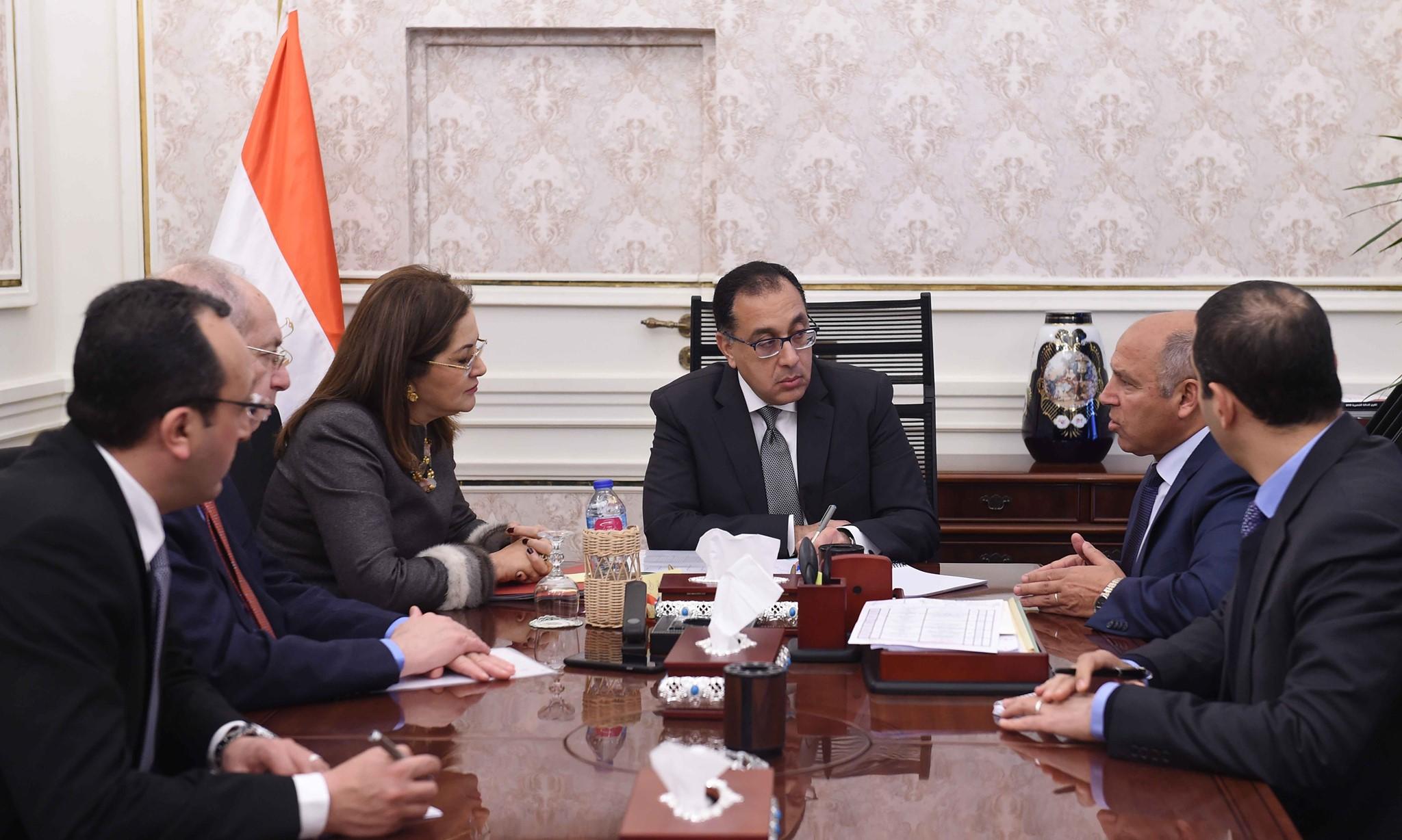 صور | رئيس الوزراء يتابع جهود توطين صناعة السكك الحديدية والمترو فى مصر
