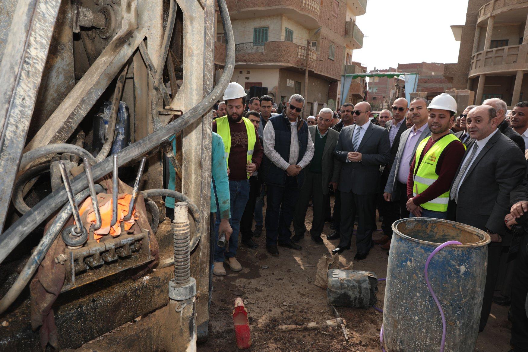 محافظ بني سويف يشهد بدء تنفيذ مشروع الصرف الصحي لأول قرية بنظام المشاركة المجتمعية