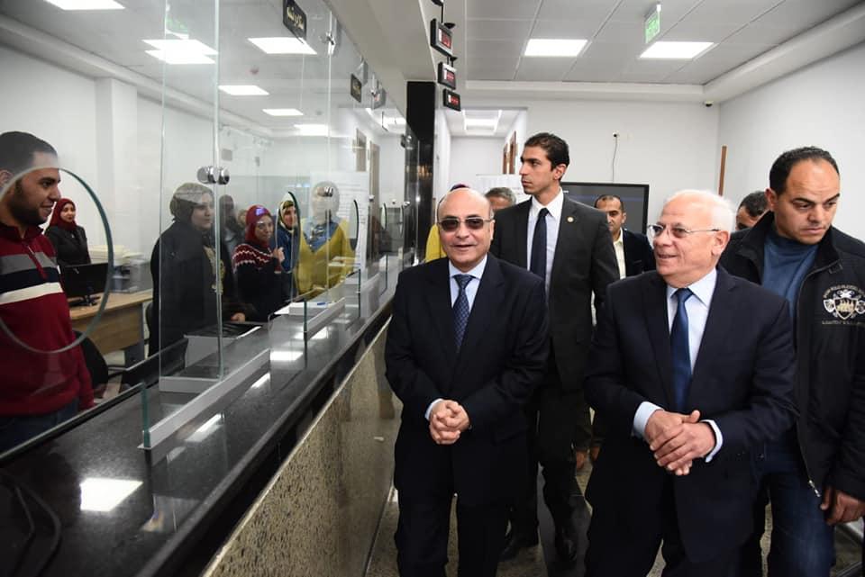 صور | وزير العدل ومحافظ بورسعيد يتفقدان المركز التكنولوجى لخدمة المواطنين