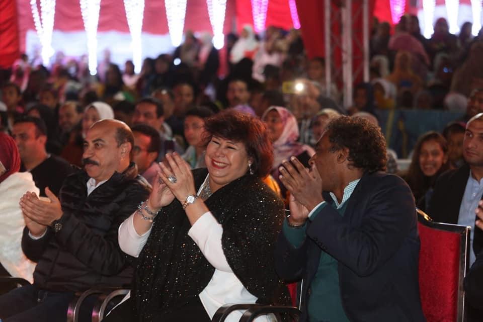 وزيرة الثقافة ومحافظ اسوان يتابعان احتفالات التعامد بالسوق الشعبي