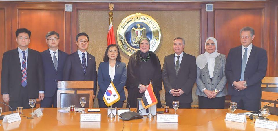 صور | وزيرة التجارة تعقد مباحثات مع الحكومة الكورية لإقامة شراكة اقتصادية