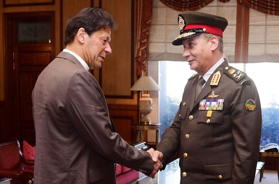 صور | وزير الدفاع يعود إلى القاهرة بعد زيارة رسمية لباكستان