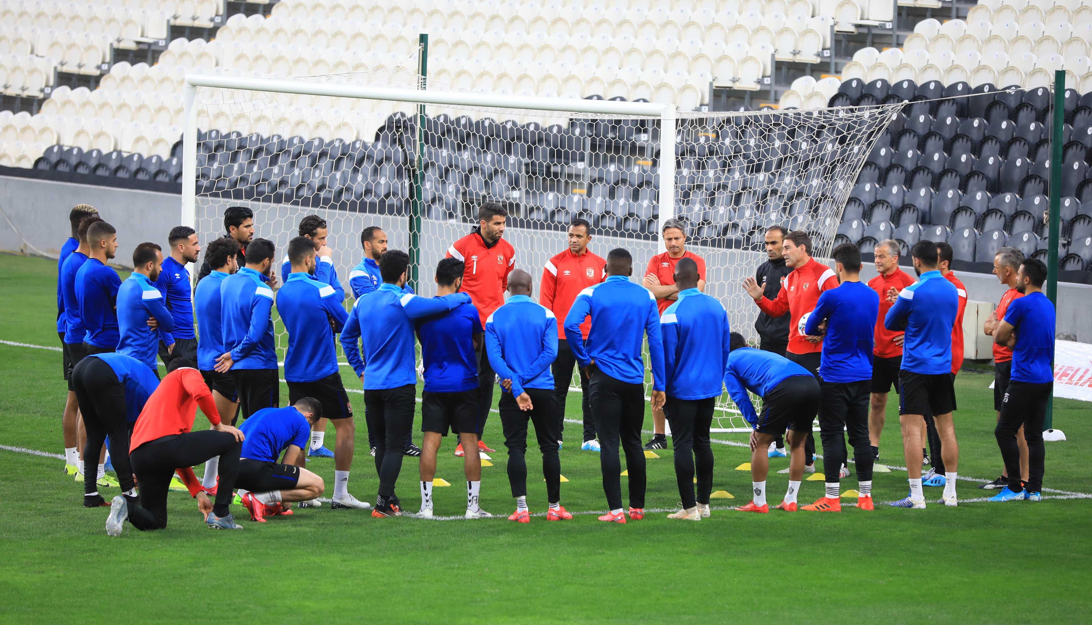 «فايلر» يحاضر لاعبي الأهلي قبل مواجهة «السوبر» مساء اليوم