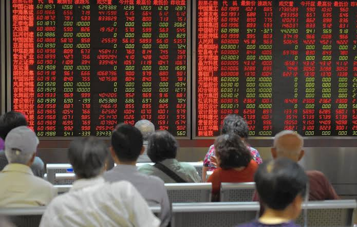 الأسهم الصينية تسجل انخفاضا بنسبة 8% مسجلة أدنى مستوياتها خلال 5 أعوام