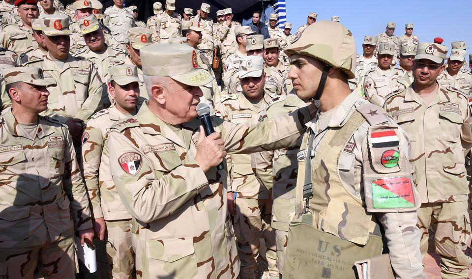 صور | رئيس الأركان يشهد المرحلة الرئيسية لمشروع تكتيكي للجيش الثاني الميداني