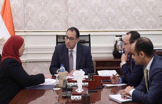 رئيس مجلس الوزراء يتابع مع وزيرة التضامن ملفات عمل الوزارة
