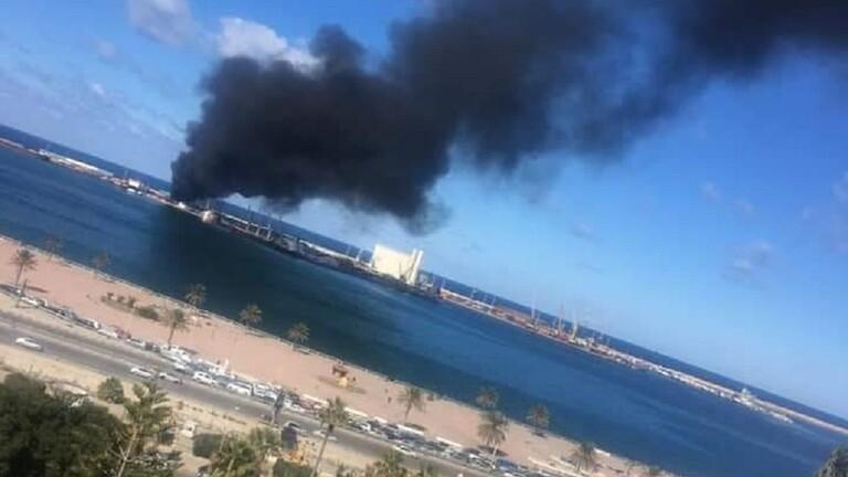 الجيش الليبي: تدمير سفينة تركية محملة بالأسلحة في ميناء طرابلس