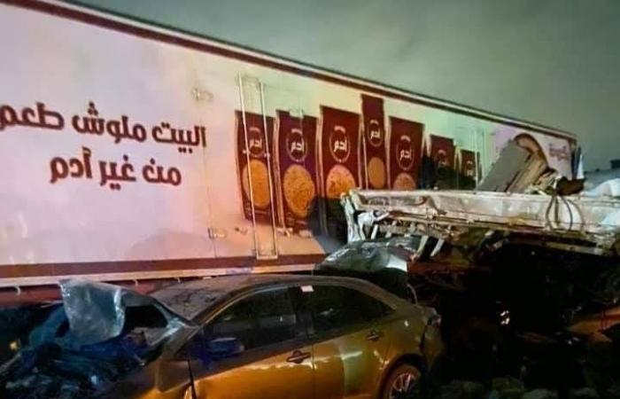 صور| مصرع وإصابة 35 شخصا فى حادث دهس عربة نقل لـ15 سيارة على الطريق الإقليمى بالصف
