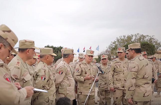 فيديو | رئيس الأركان يتفقد عناصر ومعدات أجهزة القيادة العامة لمجابهة «كورونا»