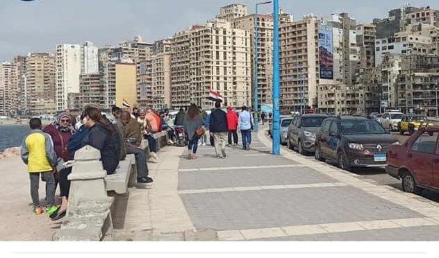 محافظ الإسكندرية يأمر بإغلاق جميع الشواطئ بعد تزاحم المواطنين