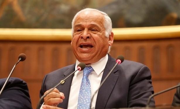 فرج عامر يطالب الحكومة بمساندة هاني شاكر