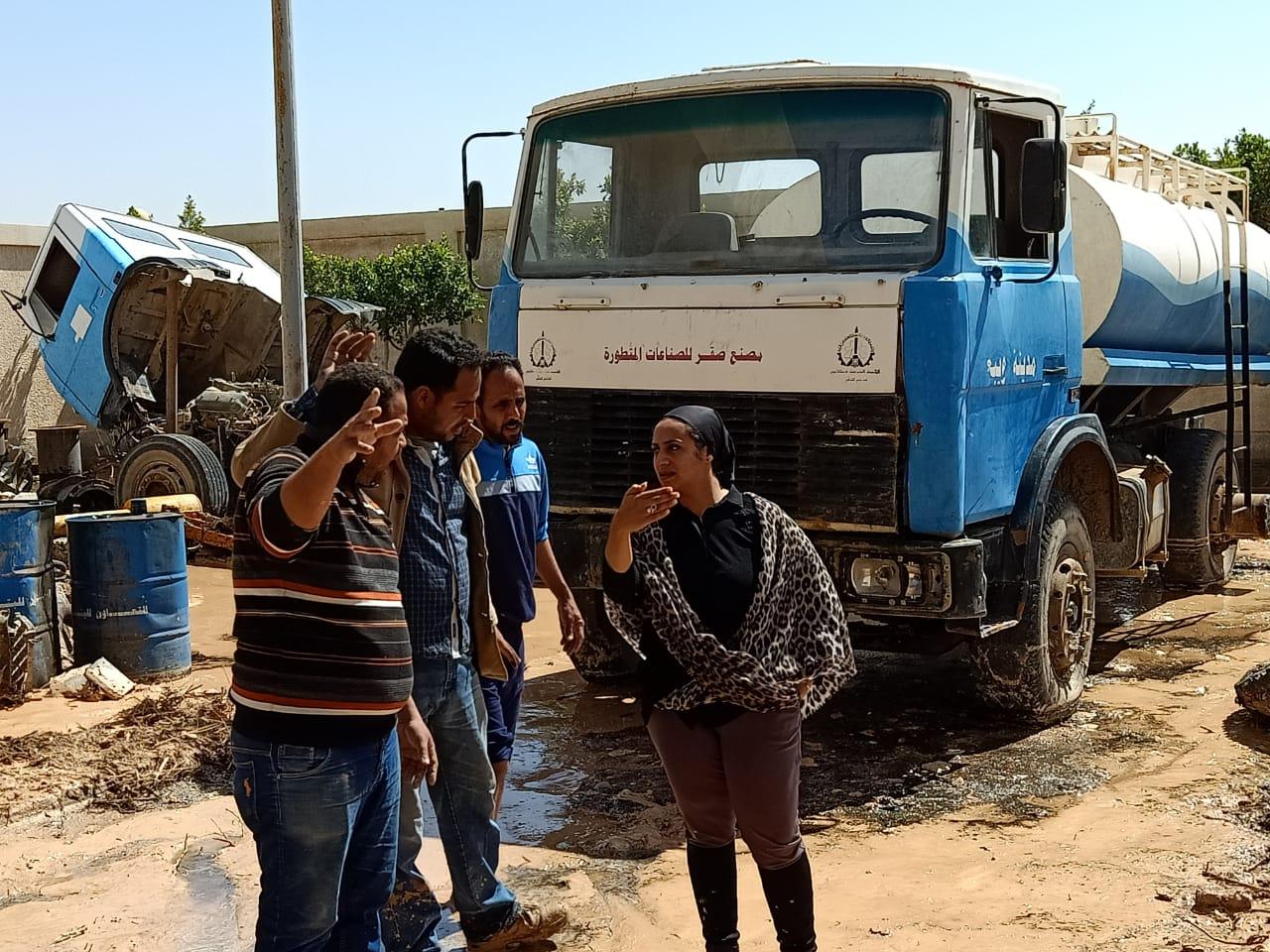 صور | نائبة محافظ جنوب سيناء تتابع كسح مياه الأمطار من الشوارع