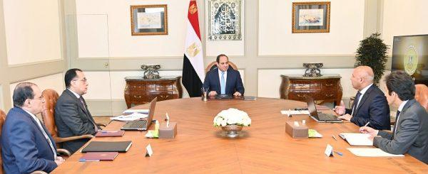الرئيس السيسي يوجه بإكمال إنشاء كافة الخدمات المطلوبة على جميع الطرق والمحاور الجديدة