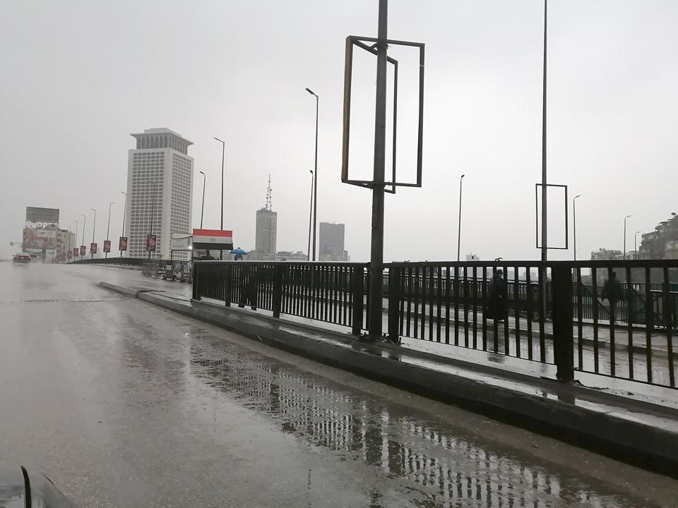 موجة الطقس السيئ تتصدر عناوين الصحف المصرية