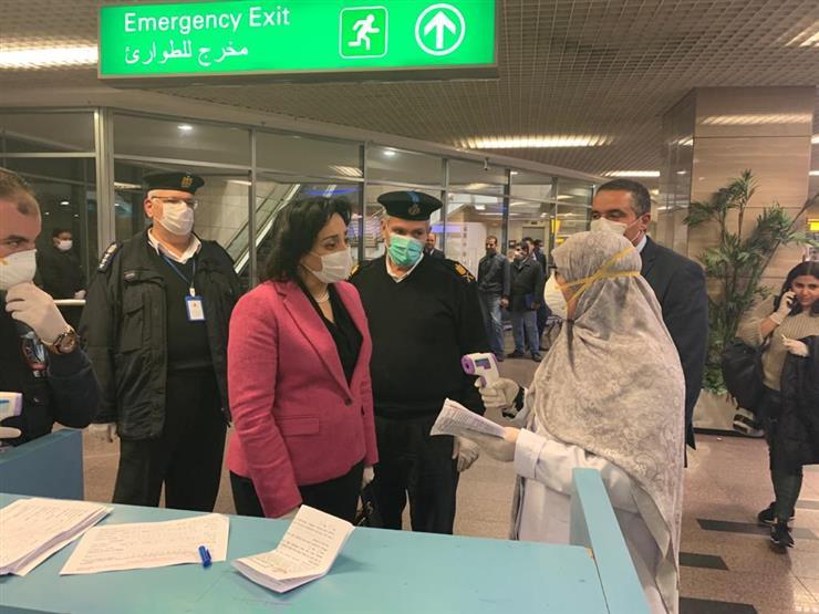 نائبة وزير السياحة والآثار تجري جولة تفقدية بمطار القاهرة