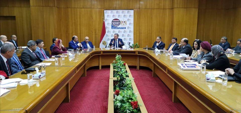 وزير قطاع الأعمال العام يجتمع برؤساء الشركات القابضة ومديري وحدات التسويق المركزي
