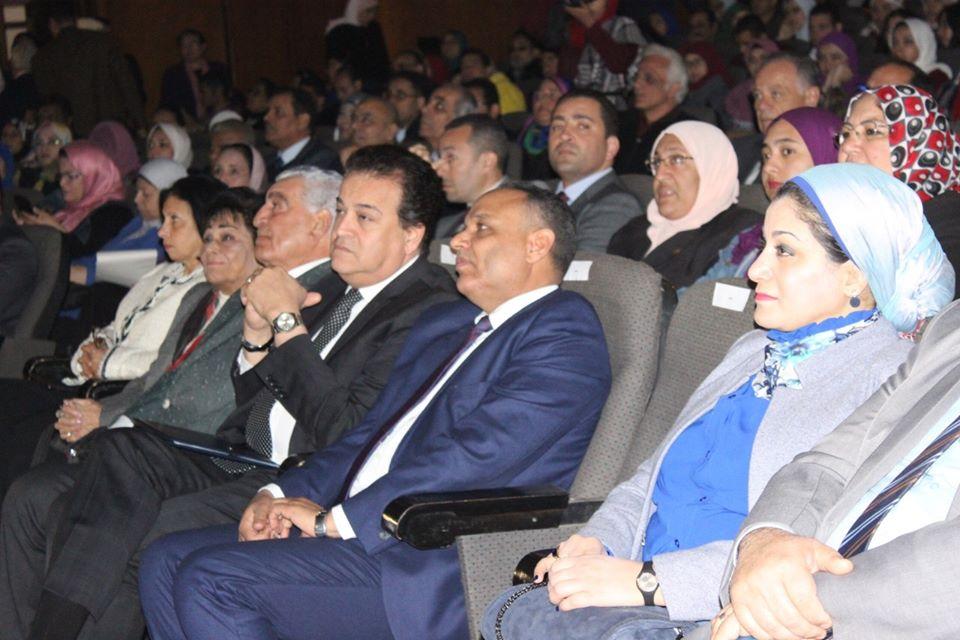 صور | وزير التعليم العالي يفتتح فعاليات شهر العلوم المصري