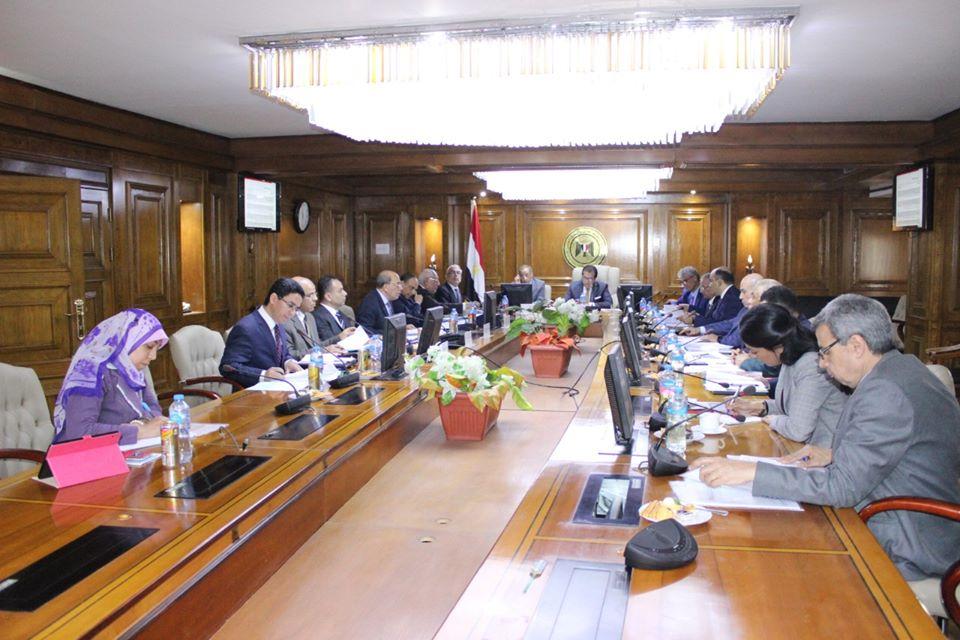 صور   وزير التعليم العالى يترأس اجتماع مجلس إدارة وكالة الفضاء المصرية