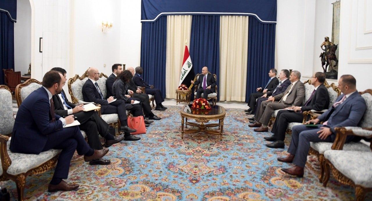 الرئيس العراقي يبحث مع مسئول أممي سبل الحد من جرائم التنظيمات الإرهابية