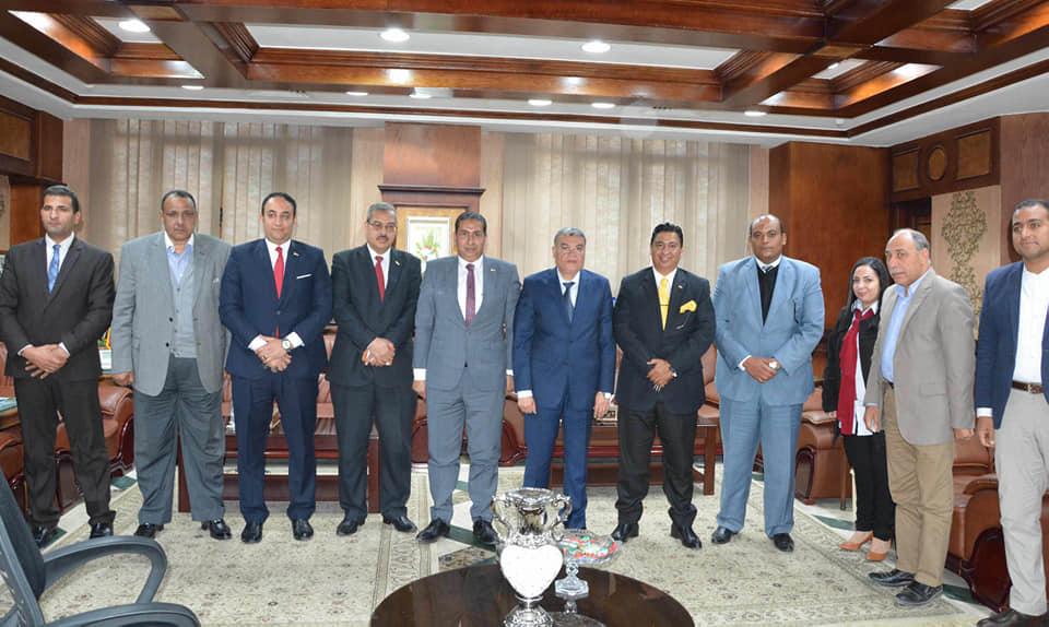 صور | محافظ المنيا يبحث مع وفد بنك مصر تمويل المشروعات الصغيرة