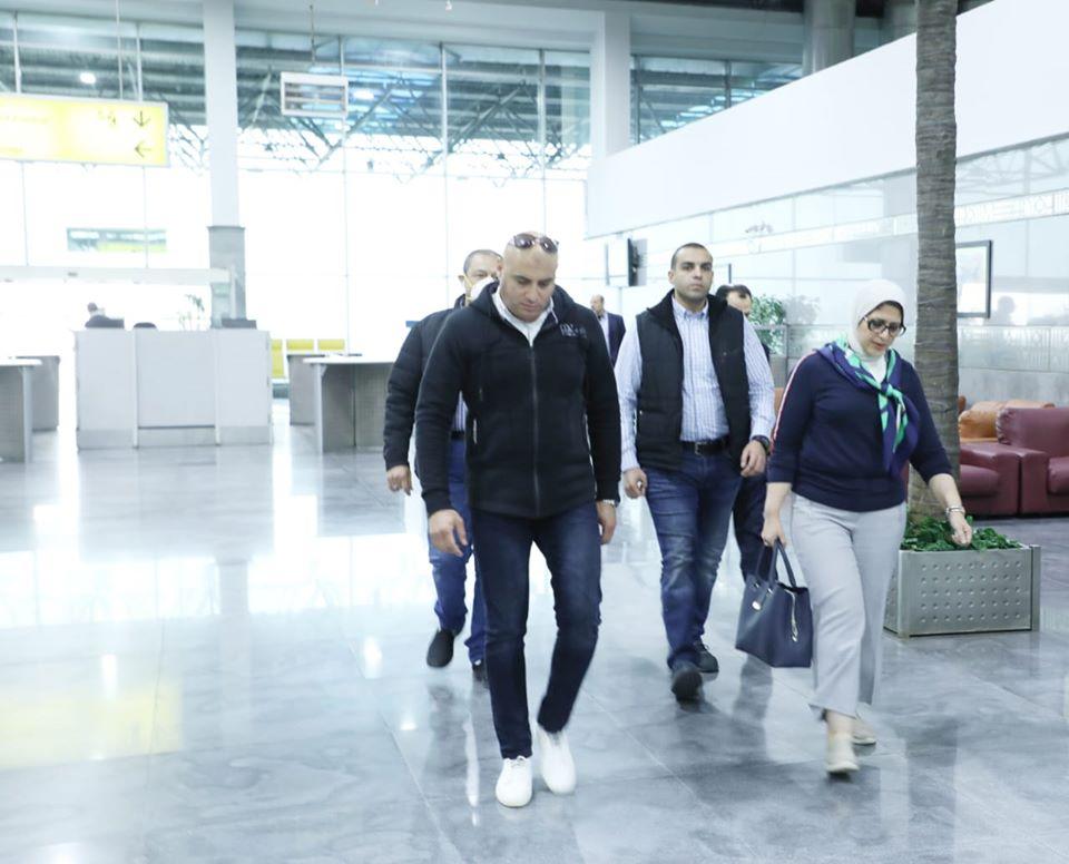 صور   وزيرة الصحة تصل مطار القاهرة الدولي عقب زيارة رسمية إلى الصين