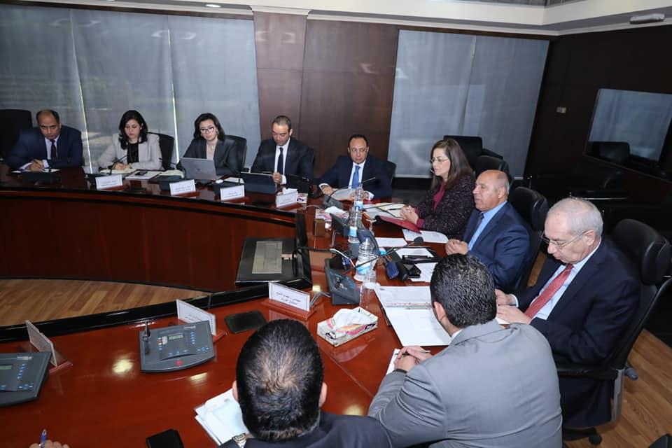 وزيرا التخطيط والنقل يبحثان توجيهات الرئيس بتوطين صناعة الوحدات المتحركة فى مصر