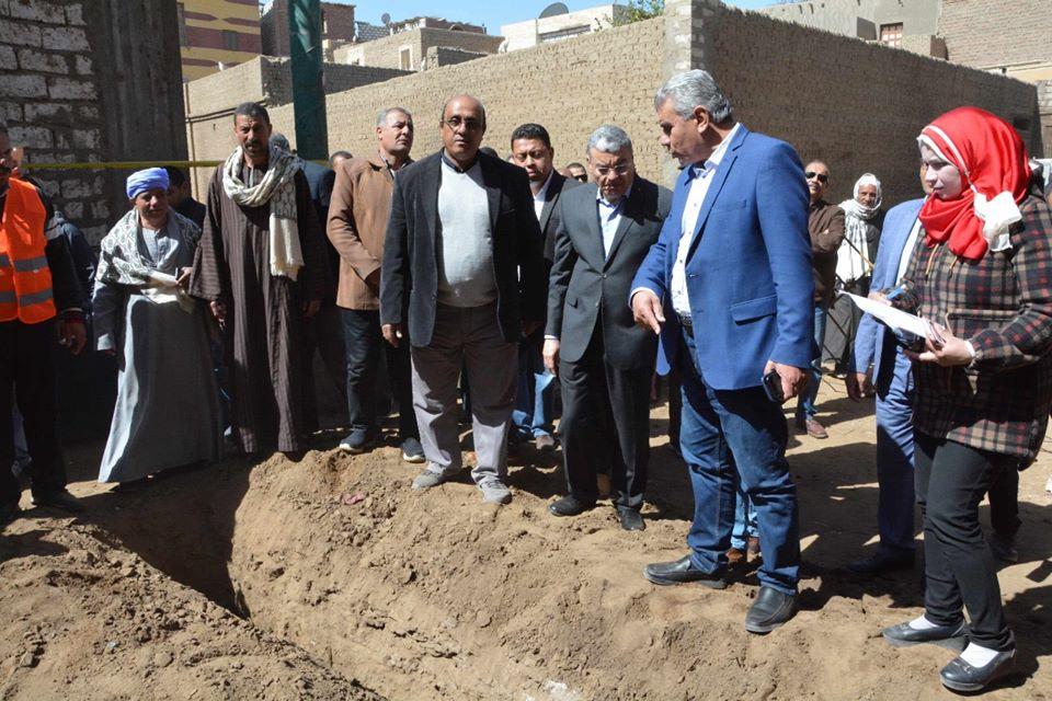 الإسكان: مد وصلات المياه والصرف الصحي للأسر الأكثر احتياجا بمحافظة المنيا