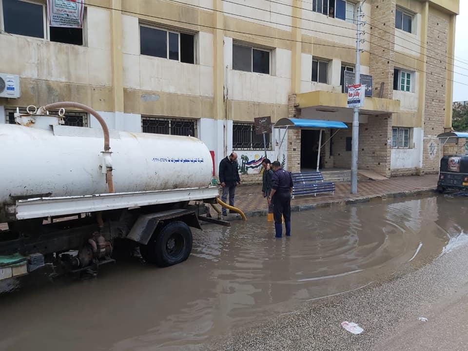 صور | محافظ دمياط تتابع أعمال كسح مياه الأمطار ومواجهة سوء الأحوال الجوية