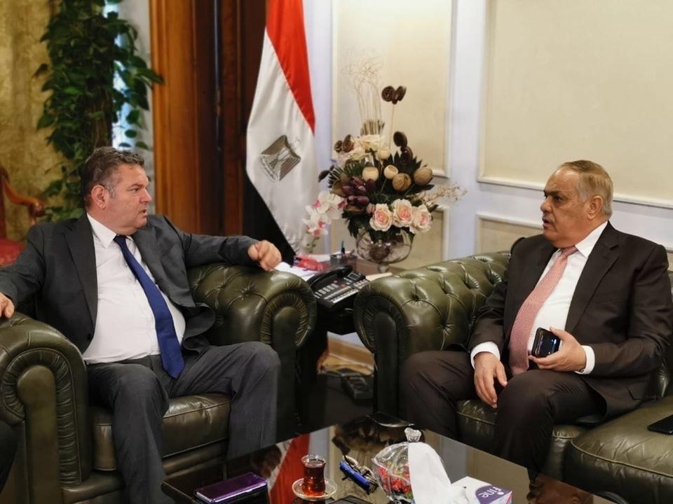 صور | اتفاق مبدئي بين قطاع الأعمال و العربية للتصنيع للتعاون في إنتاج الإطارات