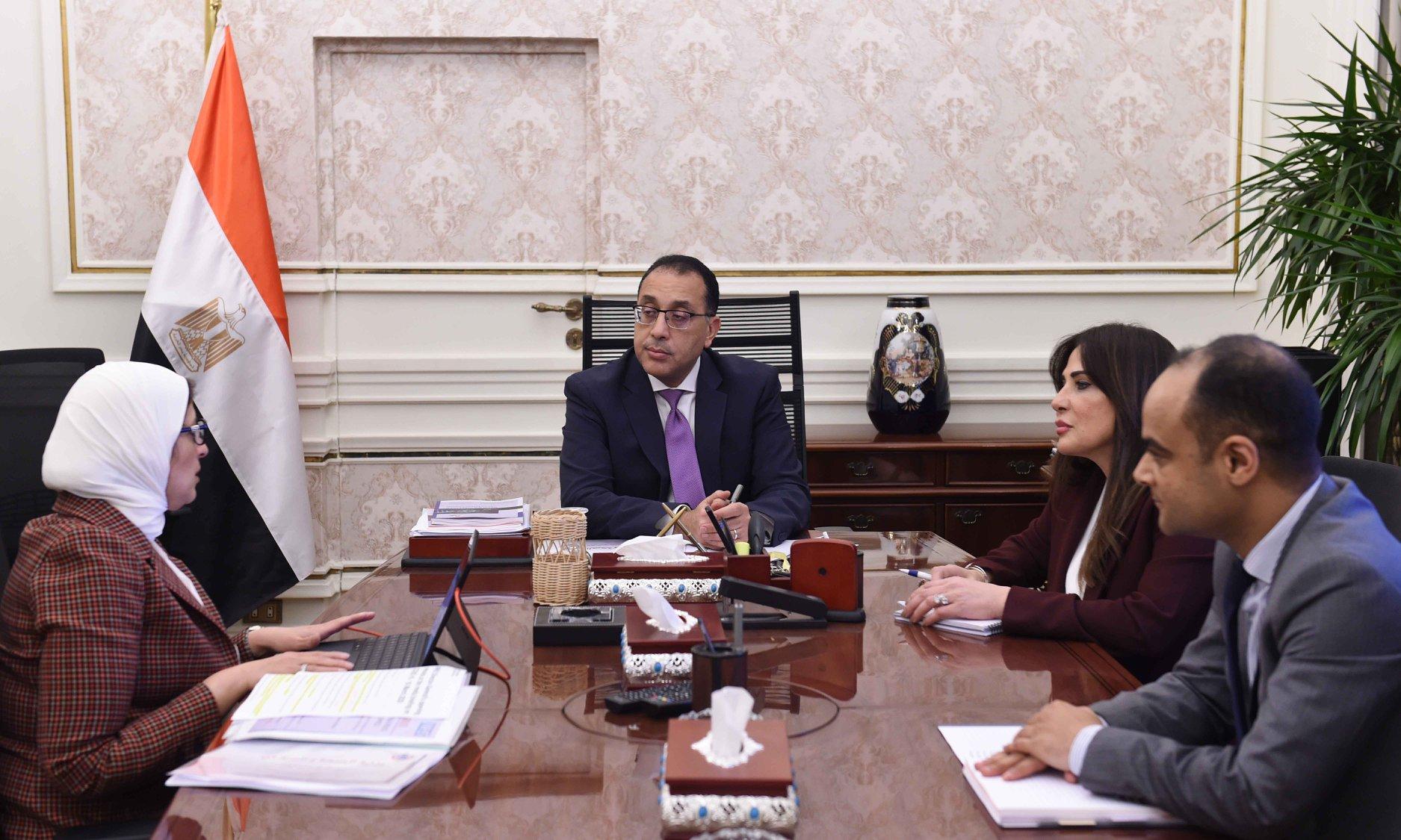 رئيس الوزراء يلتقي وزيرة الصحة لمتابعة الإجراءات الحكومية لمجابهة انتشار كورونا