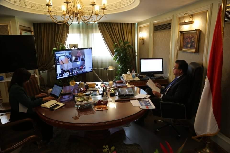 صور   وزير التعليم العالى يشارك فى حوار افتراضى لبحث أزمة فيروس كورونا المستجد