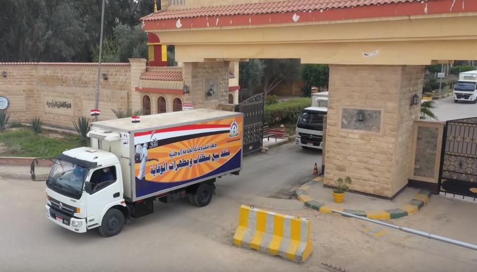 فيديو | القوات المسلحة توفر المطهرات والسلع الغذائية للمواطنين