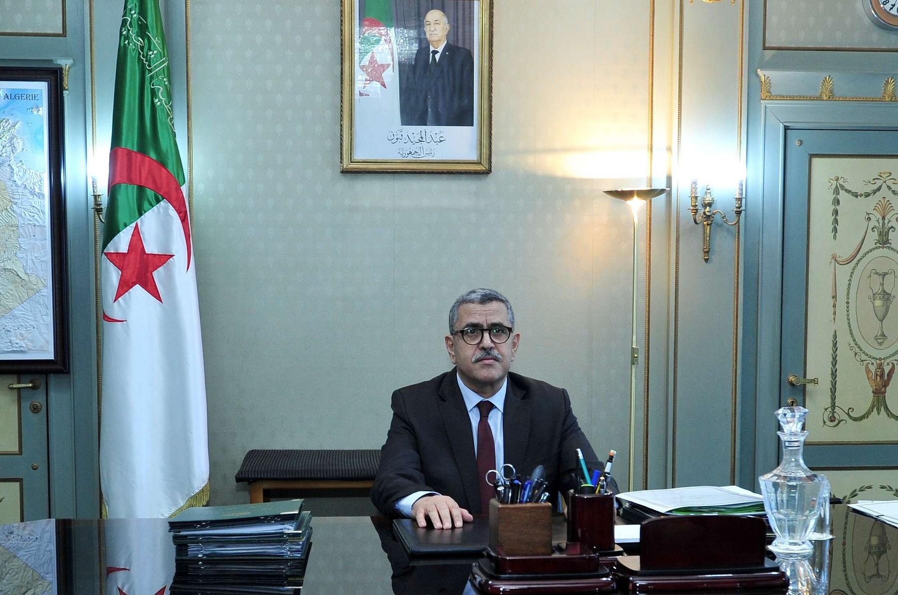 رئيس الوزراء الجزائرى يعلن وضع خطة عاجلة وفورية لاحتواء انتشار وباء كورونا