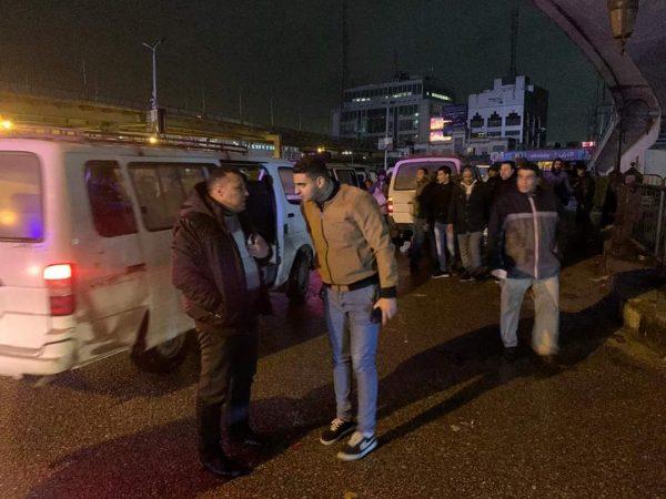 لفتة إنسانية.. رئيس مباحث قسم الأزبكية يوفر سيارات ميكروباص لنقل المواطنين لمنازلهم