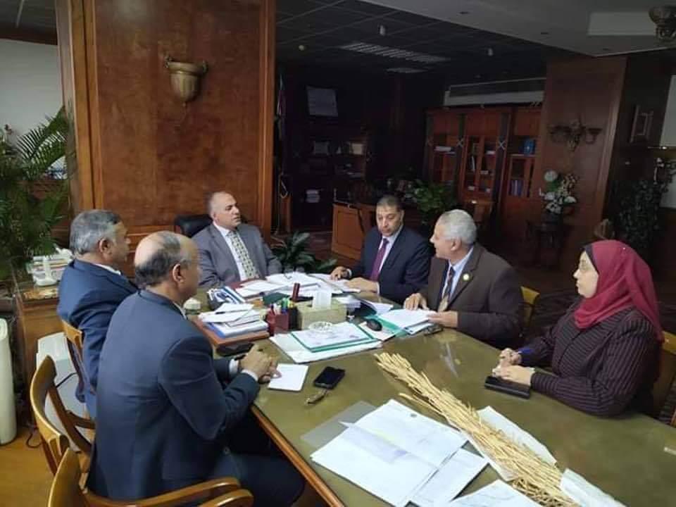 سلامة الجوهري يسلم وزير الرى مستندات بمخالفات مدير عام حماية نهر النيل