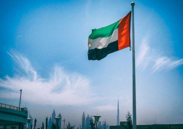 الإمارات تتيح للموظفين كبار السن والمرضى والحوامل العمل من المنزل