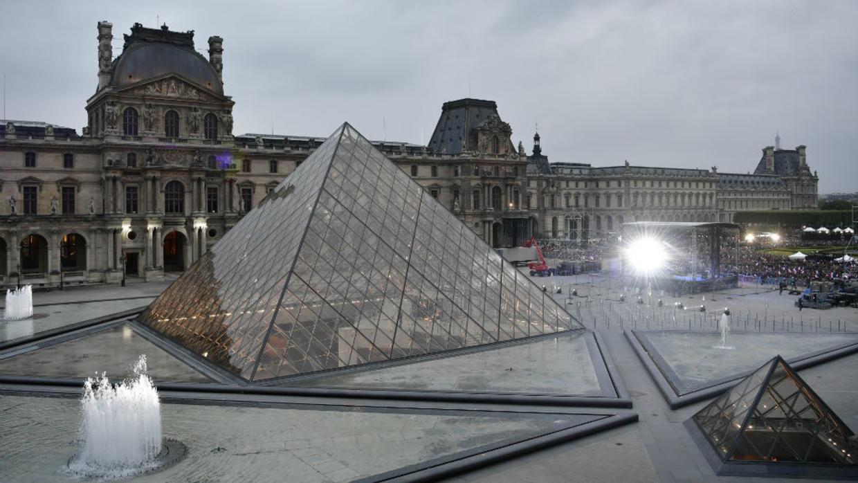 متحف اللوفر يفتح أبوابه بعد 3 أيام من الإغلاق بسبب كورونا