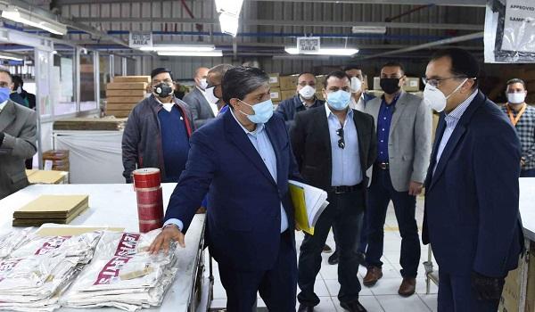 رئيس الوزراء: زيارتى للمصانع اليوم رسالة لكل المواطنين