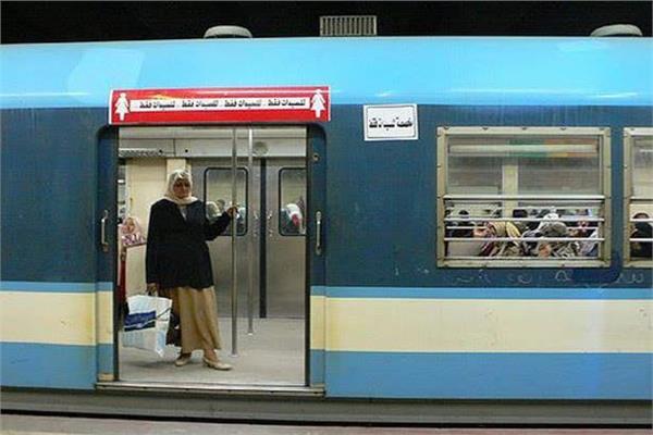 وزير النقل: السيدات أكثر التزاما بالوقاية وارتداء الكمامات في المترو