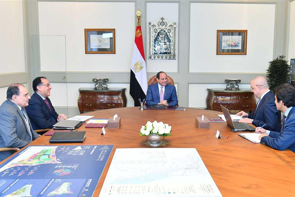 الرئيس السيسي يوجه بتأجيل فعاليات وافتتاحات المشروعات القومية الكبرى للعام القادم
