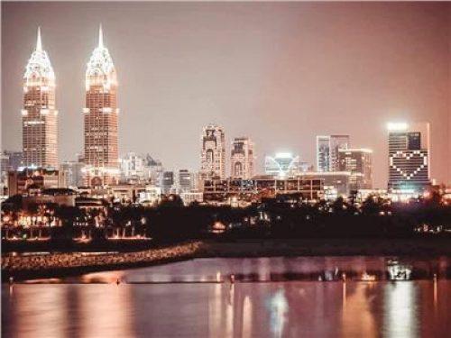 صور| الإمارات تضيء فنادقها بـ«القلوب» تضامنًا مع العالم بسبب «كورونا»
