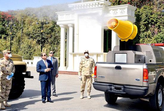 الرئيس السيسي يتفقد عناصر ومعدات وأطقم القوات المسلحة لمكافحة انتشار كورونا