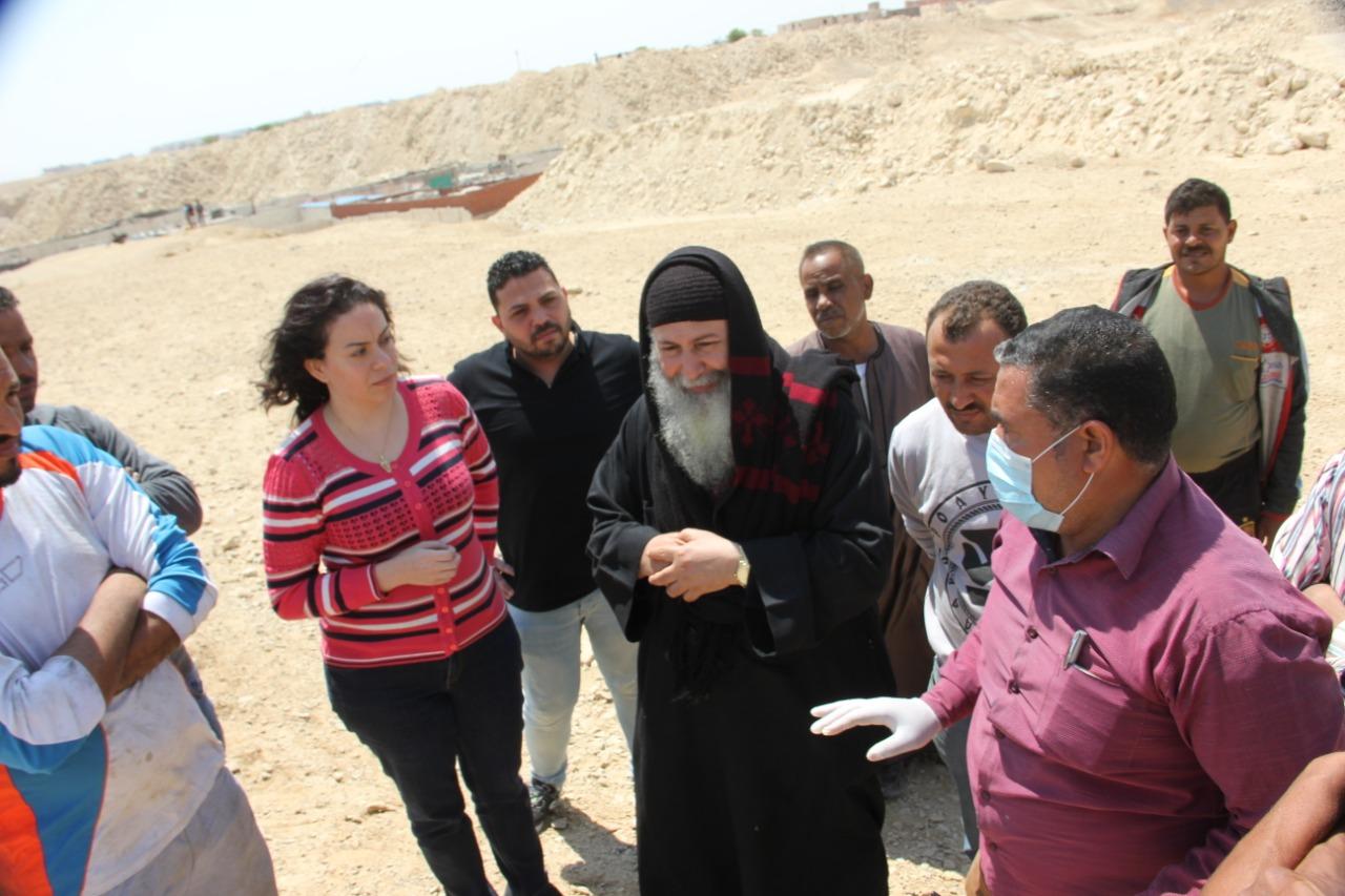 صور | سيلفيا نبيل : الرئيس السيسي مهتم بتطوير منطقة الزرايب
