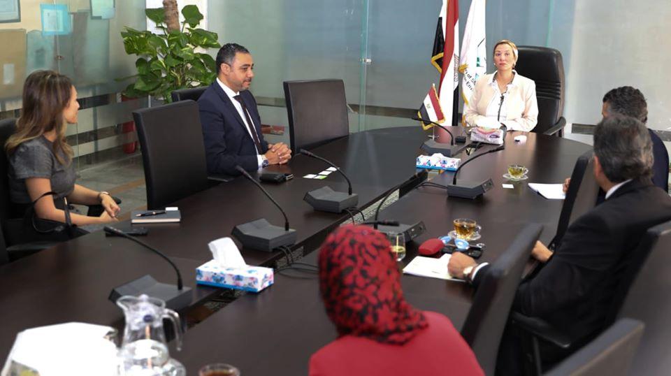 صور | وزيرة البيئة تبحث مع فودافون مصر تنفيذ تطبيق إلكتروني لتدوير المخلفات