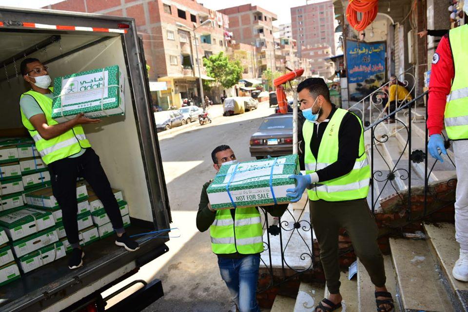 صور | «تحيا مصر» يوفر 10 أطنان من المواد الغذائية و2.5 طن لحوم لسكان «المعتمدية»