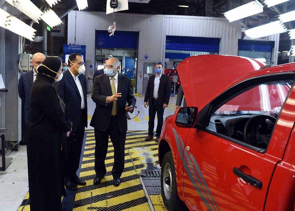 صور | رئيس الوزراء يشيد بإجراءات الوقاية بمصنع جنرال موتورز مصر