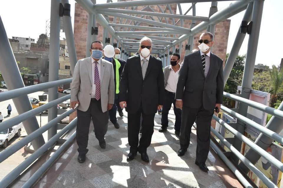 صور | محافظ القاهرة يفتتح كوبرى مشاة جديد أمام المعهد القومى للأورام