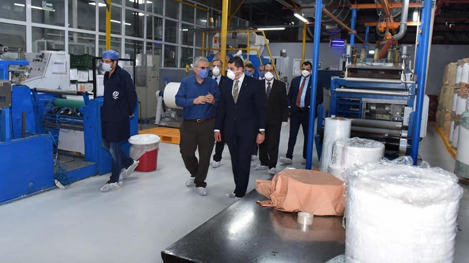 صور   الرئيس التنفيذي لهيئة الاستثمار يتفقد المصانع بالمنطقة الحرة بالإسكندرية