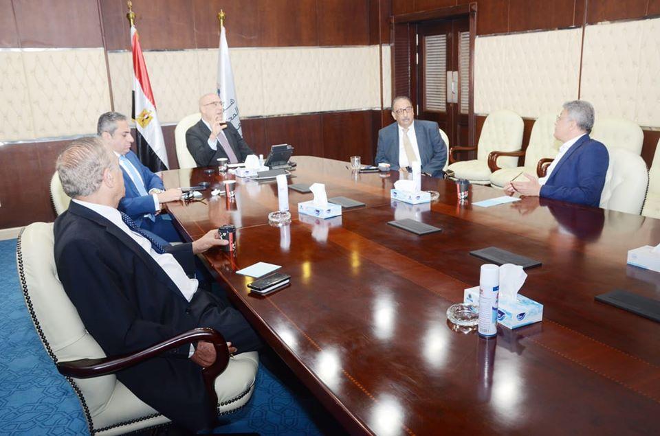 صور   وزير الإسكان يتابع موقف مشروعات الشراكة بين هيئة المجتمعات العمرانية والقطاع الخاص